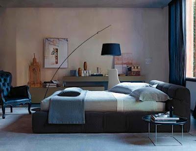 ห้องนอนตกแต่งด้วยวอลเปเปอร์แบบเรียบๆ