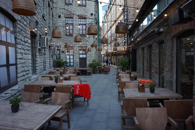 Rotermannin kortteli - tunnelmallinen alue Tallinnan keskustassa syömiseen ja juomiseen