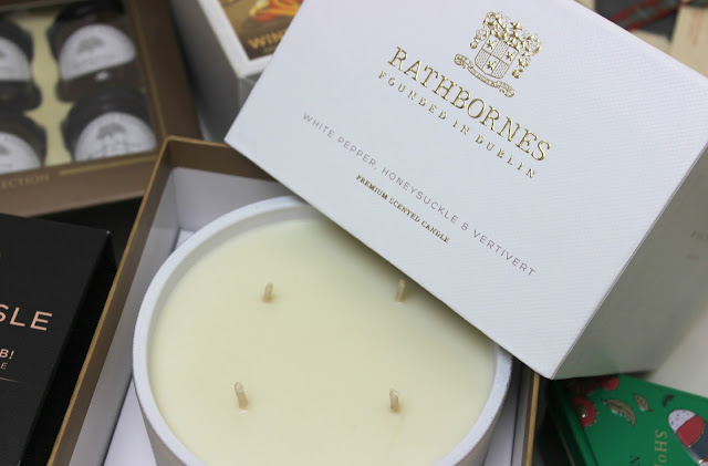 A picture of Rathbones White Pepper, Honeysuckle & Vetivert Luxury Candle