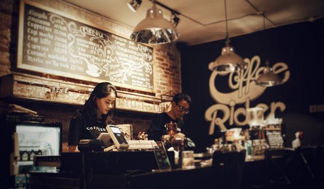 kerja-paruh-waktu-di-coffee-shop