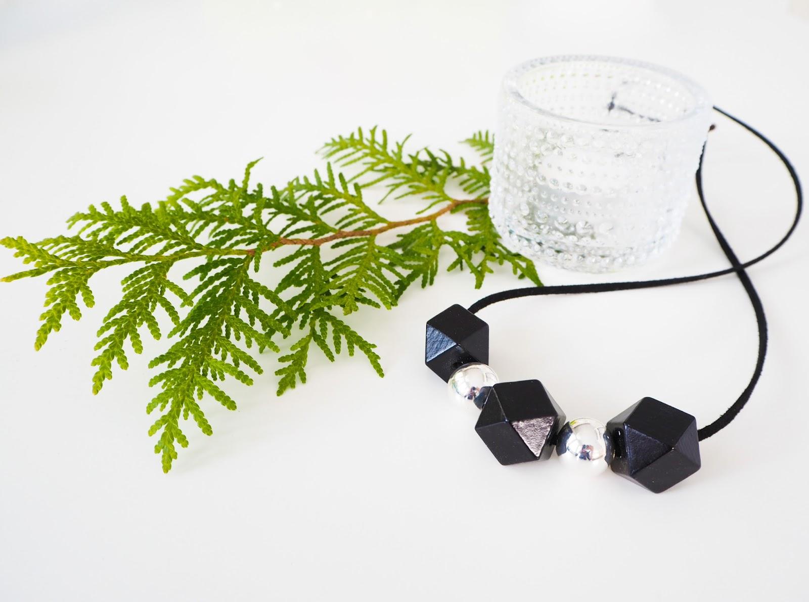 Saippuakuplia olohuoneessa- blogi, kuva Hanna Poikkilehto, MioSa design, Coralie kaulakoru, koru
