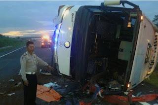Polda Jabar: Kecelakaan di Tol Cipali Bukan Bus Pendemo 4Nov Tapi bus Umum - Commando