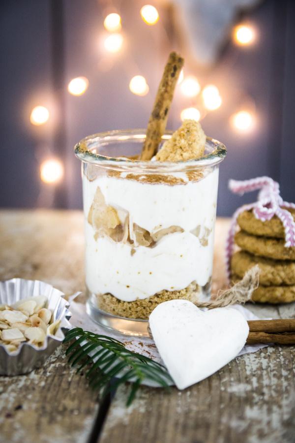 Rezept: Veganes Bratapfel-Schichtdessert zu Weihnachten