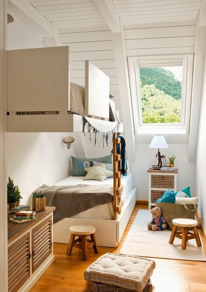 Śliczne, nieduże mieszkanko na poddaszu, wystrój wnętrz, wnętrza, urządzanie domu, dekoracje wnętrz, aranżacja wnętrz, inspiracje wnętrz,interior design , dom i wnętrze, aranżacja mieszkania, modne wnętrza,styl klasyczny, styl francuski, musztardowe dodatki, mieszkanie ze skosami, mieszkanie na poddaszu, pokój dziecięcy