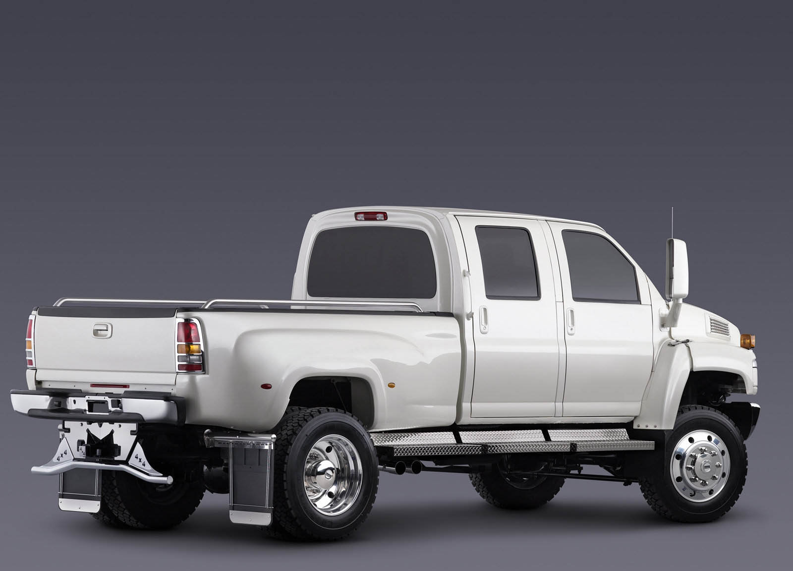 Chevy's Launching An Even More Heady-Duty Silverado 4500 ...