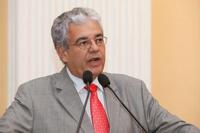 Parlamentar teme aumento da violência no carnaval após anúncio de greve na Polícia Civil.