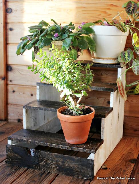 pallets, plant stand, step stool, DIY, http://bec4-beyondthepicketfence.blogspot.com/2016/04/pallet-plant-stepstool-diy.html