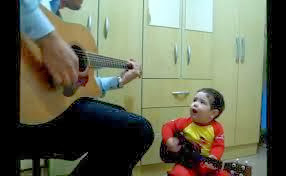 Bebê surpreende ao cantar Beatles e vira hit na internet, bebê, blog materno, paternidade, maternidade, moda infantil, filhos
