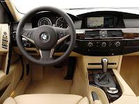 BMW 5-Series Touring (E61) 5-door Station Wagon (2007 model) Steering wheel pic