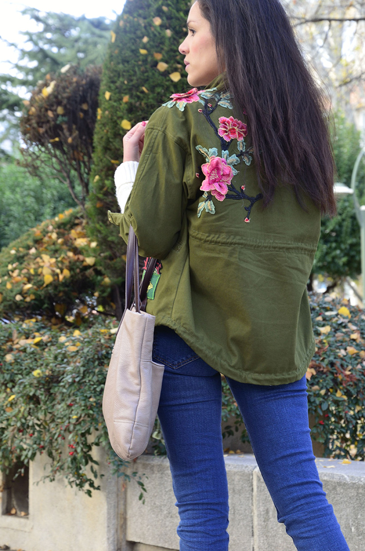 sweater-cordon-cuello-tendencia-jeans-embroidered-parka-jeans-look-ootd-trends-gallery
