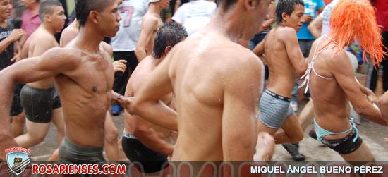 En Neiva, habitantes despidieron el 2012 corriendo en calzoncillos   Rosarienses, Villa del Rosario