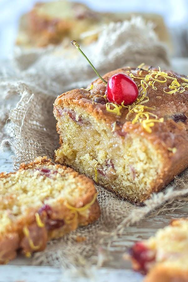 Bizcocho de limón y cerezas http://www.maraengredos.com/