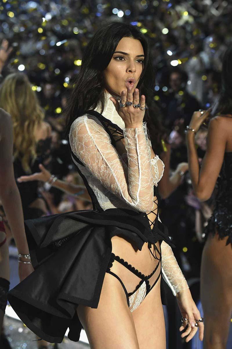 Kendall Jenner - Victoria's Secret Fashion Show 2016, à Paris