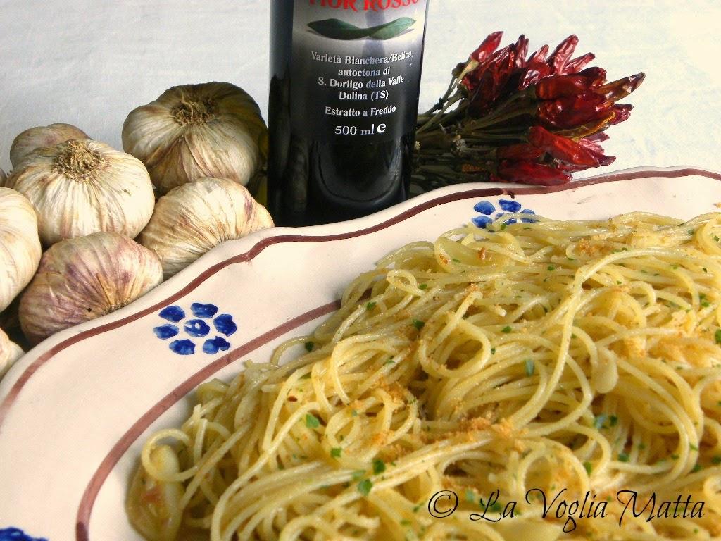 spaghetti con caciocavallo ragusano e pangrattato