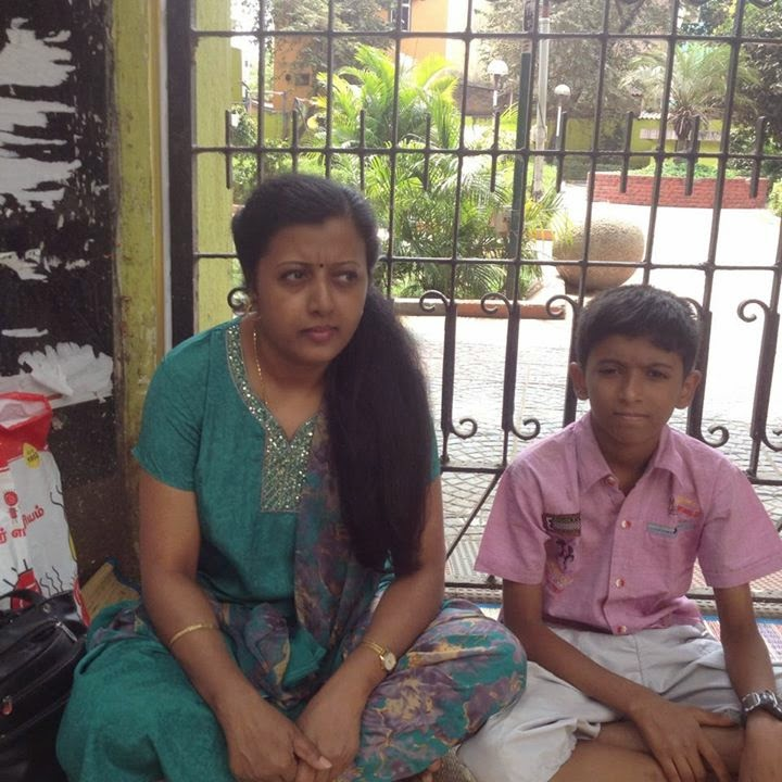 Poet Thamarai with her son in agitation!