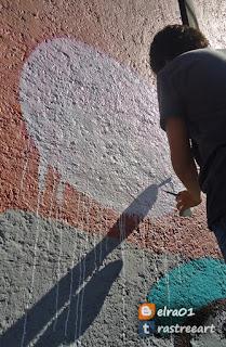 pintando un mural