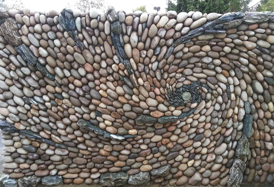 15-Johnny-Clasper-Sculpture-Paths-and-Walls-with-Rocks-and-Stones-www-designstack-co