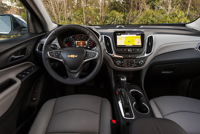 Interior view of 2018 Chevrolet Equinox Premier 2.0T