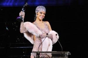 Rihanna wins Fashion Icon Awards