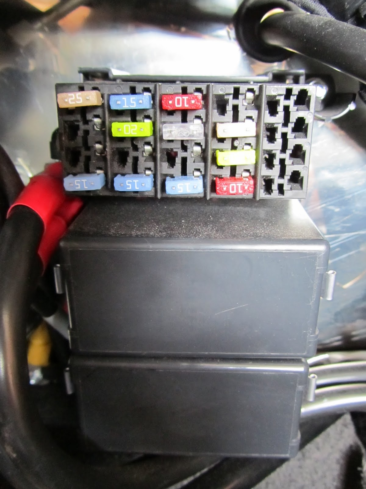 Richards Gbs Zero Fuse Box Adding Circuits Found The Part Numbers In Area You Can See Plenty Of Spare Slots Many Already With 12v Feeds On Right Hand Side Each Socket