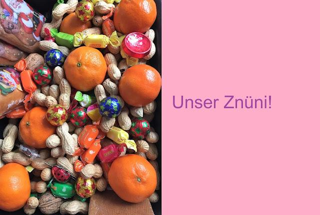 Klausenplatte mit Mandarinen, Nüssen und Schokolade