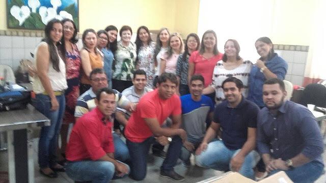 Prefeita Maristela reúne equipe da Secretaria de Educação e fortalece compromisso com a qualidade do ensino em Piranhas