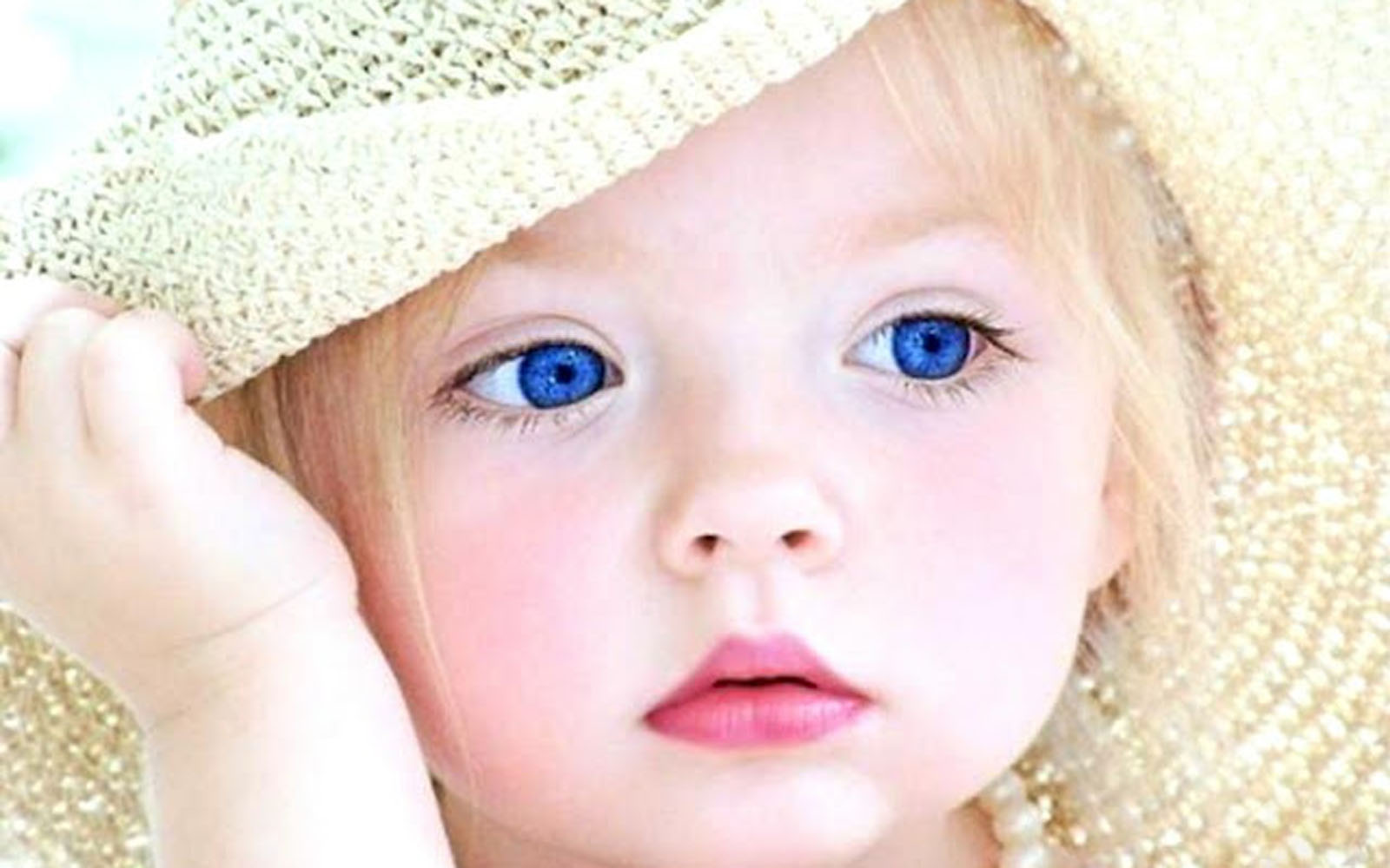 Gambar Cute Babies with Blue Eyes