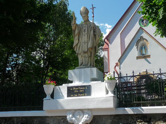 Трускавец. Памятник Папе Римскому Иоанну Павлу II
