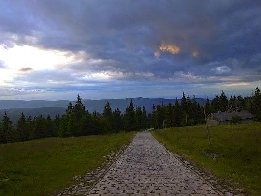Widok w kierunku Gór Izerskich z Hali Szrenickiej.