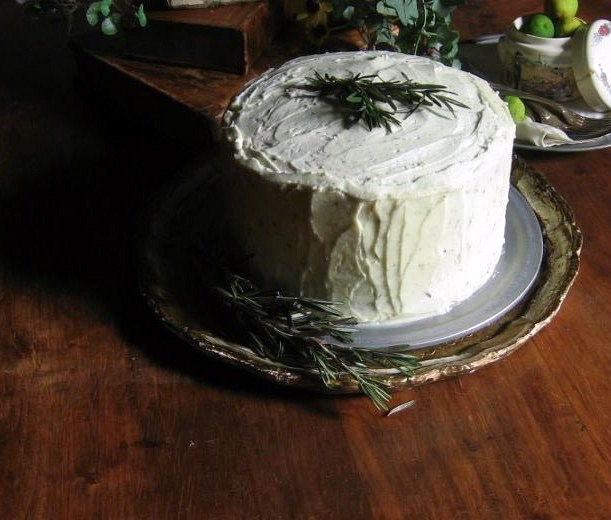 rosemary citrus cake with mascarpone-honey frosting :: une gamine dans la cuisine