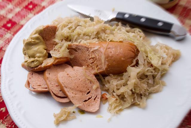 Würstel Servelade crauti senape