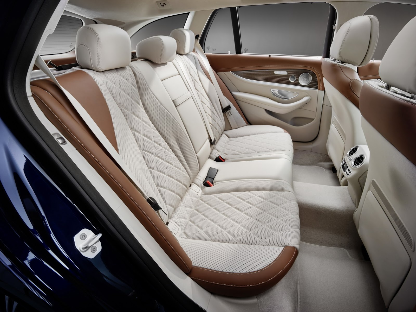 2017-Mercedes-Estate-E-Class-18.jpg