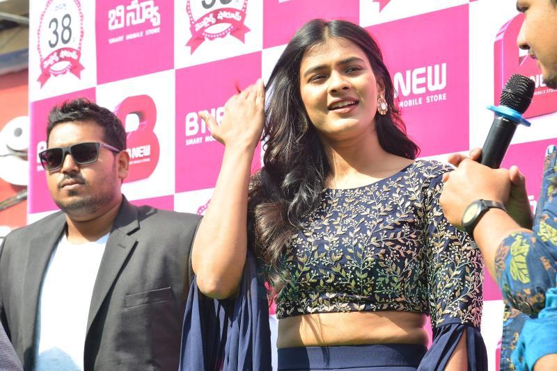 Hebah Patel Chirala B New Store Launch Stills - Latest Movie Updates, Movie Promotions, Branding -9822
