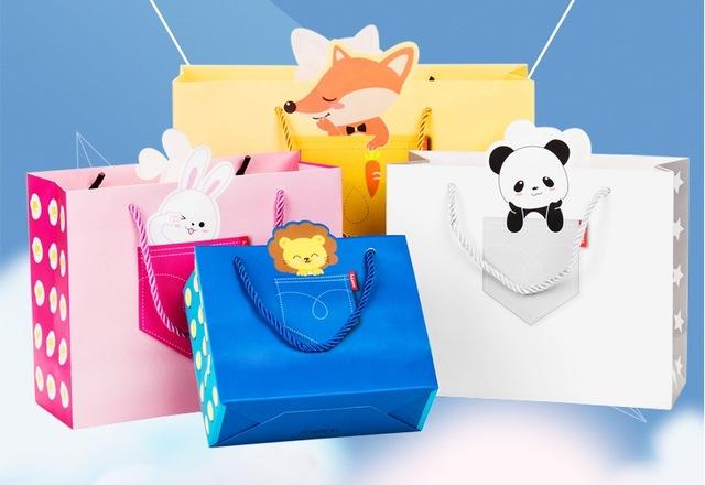 thiết kế in túi giấy cho shop thời trang
