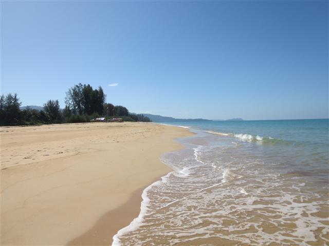 Strand am Khao Lak Beach Resort (C) Kundenfoto
