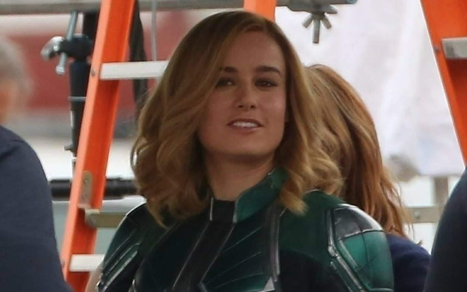 Brie Larson back on the set of Captain Marvel : ディズニー・マーベル初の戦うヒロイン映画「キャプテン・マーベル」の仕上げの撮影がスタートしたブリー・ラーソン ! !