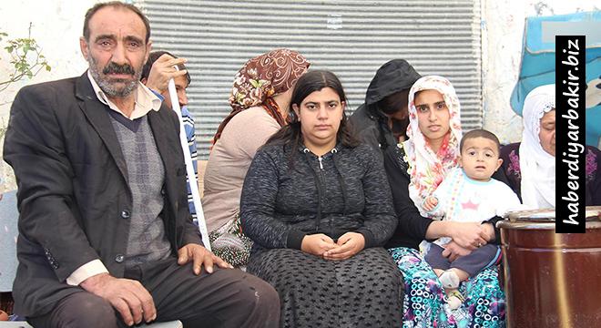 Sokakta yaşayan Sur mağduru aile yardım bekliyor
