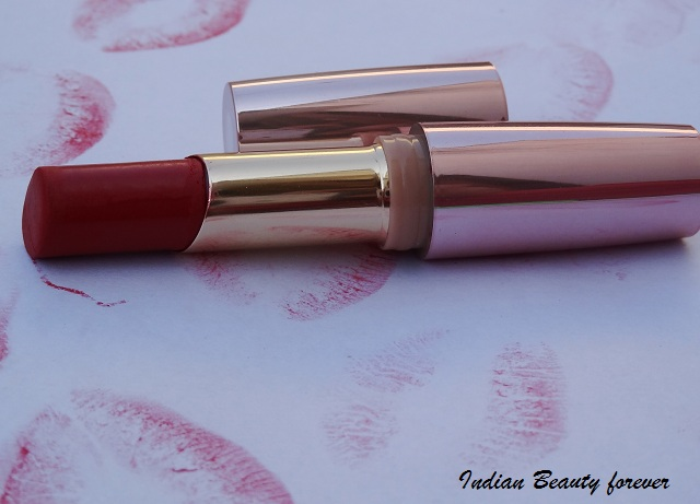 Lakme 9 to 5 Matte Lipstick in Red Coat Review, shades