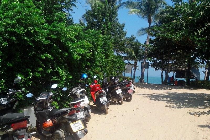 Скутеры на стоянке