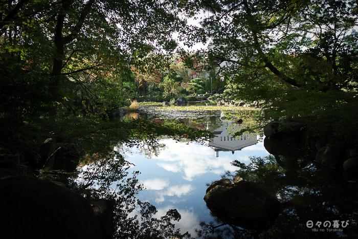 Vue sur l'étang du jardin Keitakuen, Tennôji, Osaka
