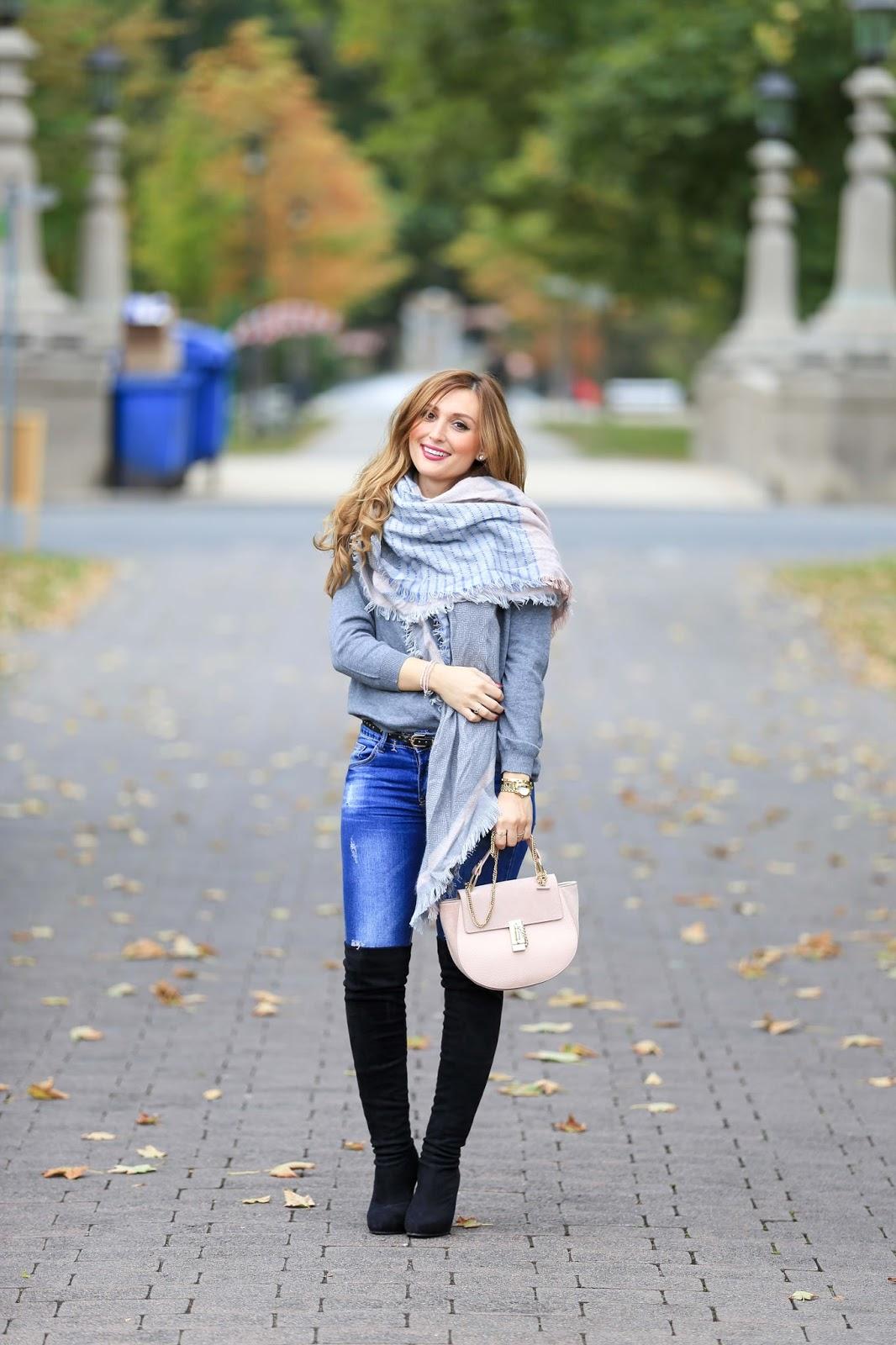 Rosa Schal kombinieren-Fashionstylebyjohanna-Chloé Tasche-Lookalike Chloé.My Colloseum-Colloseum-grauer Pullover-xxl schal kombinieren-schwarze overknees-blogger aus Deutschland-deutsche Fashionblogger