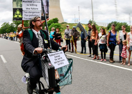 Human chain struggle to close nuclear reactors:Belgium