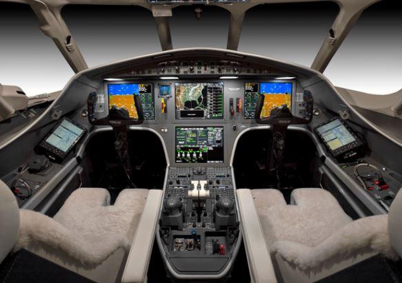 Dassault Falcon 2000LXS cockpit