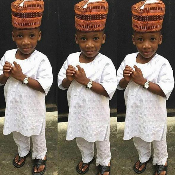 Aww! This kid looks super adorable in Hausa native attire