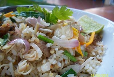 ข้าวผัดปลาทูสมุนไพร