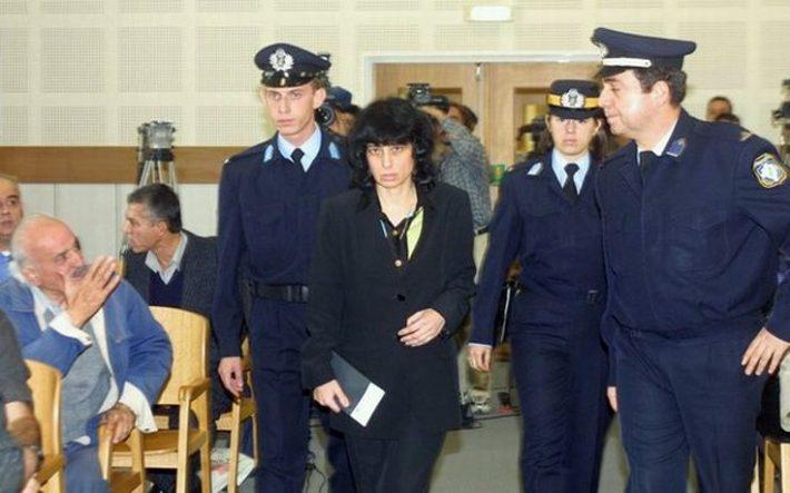 8 σφαίρες χωρίς να τον κοιτάξει: Η γυναίκα που τιμώρησε με θανατική ποινή τον «επίγειο Θεό της»