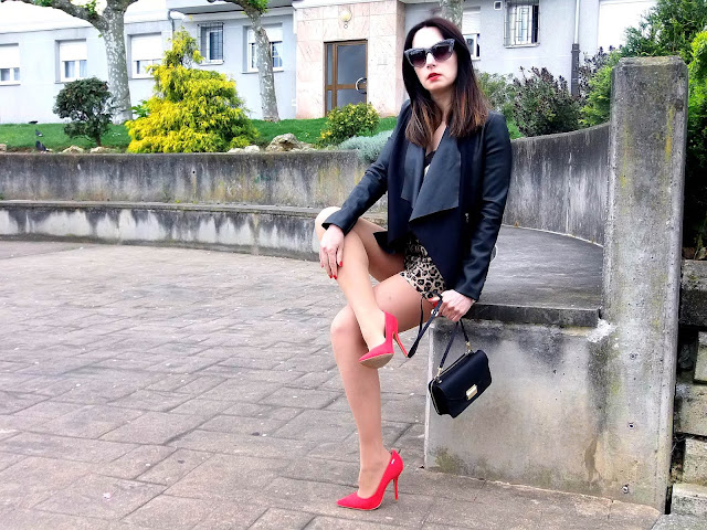fashion, moda, look, outfit, blog, blogger, walking, penny, lane, streetstyle, style, estilo, trendy, rock, boho, chic, cool, casual, ropa, cloth, garment, inspiration, fashionblogger, art, photo, photograph, Avilés, oviedo, gijón, asturias, hat, biker, blazer, jeans, vaqueros, jacket, shorts, sport, floral, stiletto, booties, boots, leather, cuero, blusa, blouson, fringe, top,