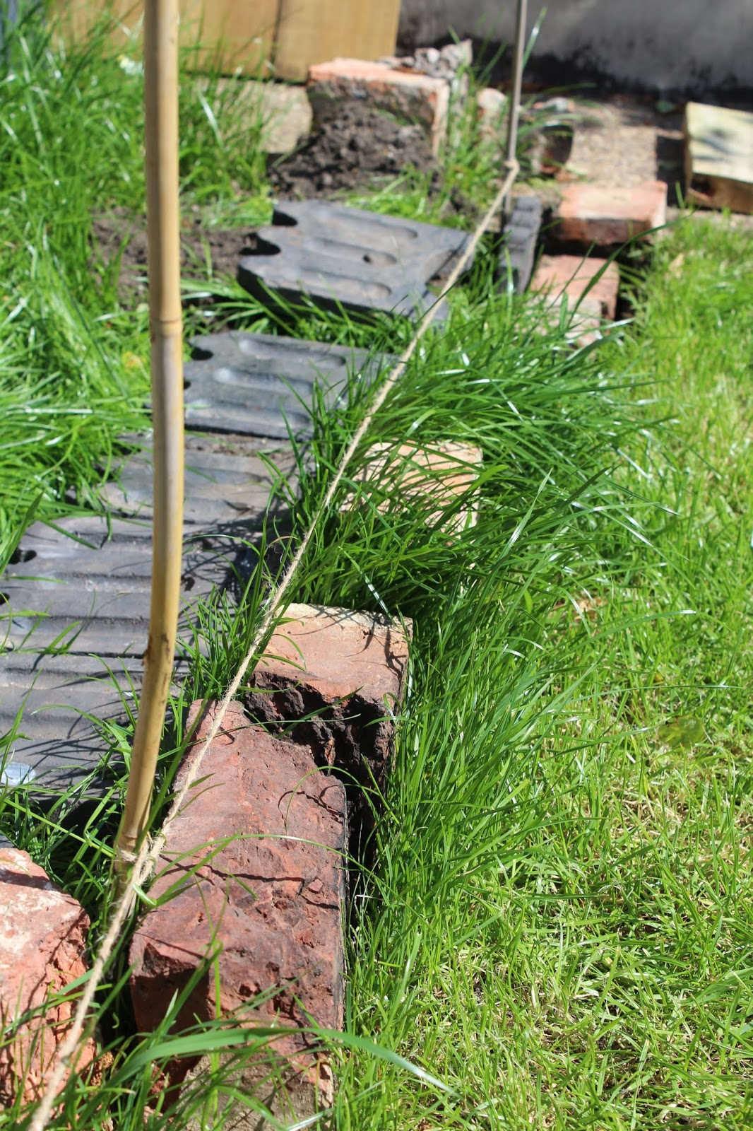 How to fit edging in the garden