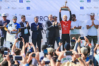 Pro taghazout Bay Podium with the winner Nat Young %2528USA%2529 and the runner up Alonso Correa %2528PER%2529 9439QSTaghazout20Masurel