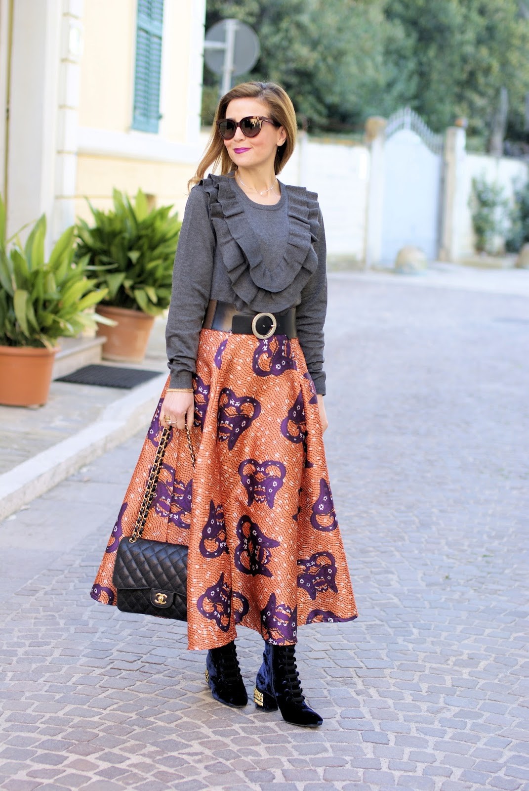How to wear an afro print full midi skirt, Le Silla velvet boots on Fashion and Cookies fashion blog, fashion blogger style
